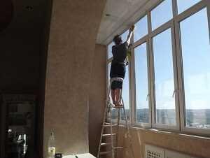 Как вымыть окна на лоджии со стороны улицы